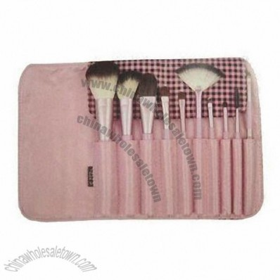 Discount Makeup Brushes on 10pcs Makeup Brush Set With Wooden Handle  Cosmetic Brush Set  China