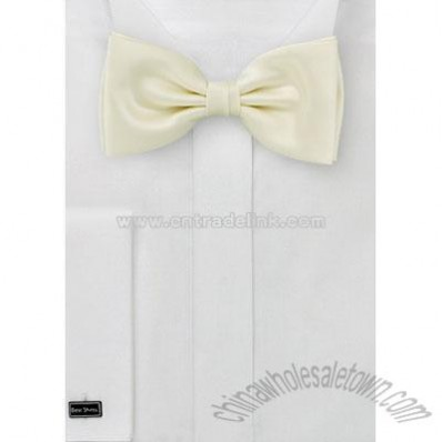 Bow tie Pretied bowtie in light yellow