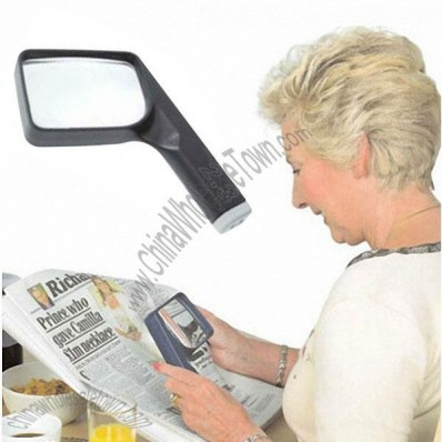 COIL Classic black-rimmed magnifying glass, Old man reading a Magnifier