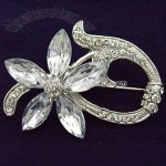 Fashionable Brooch with Rhinestone Decoration