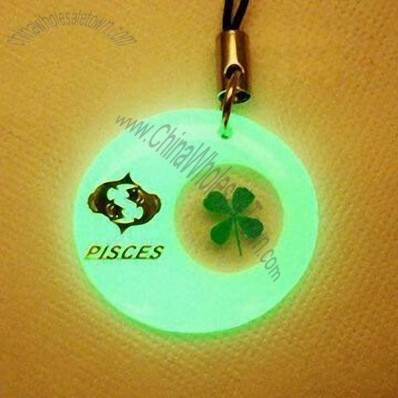 Four Leaf Clover Cellphone Strap with Pisces