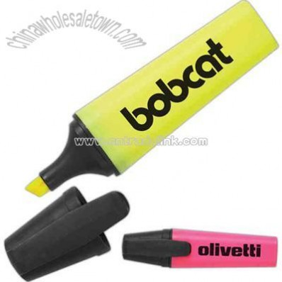 Large flat highlighter with clip on cap