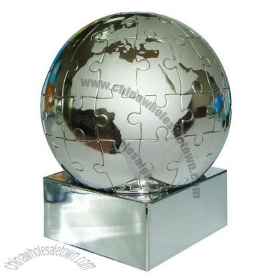 Magnetic globe puzzle on magnetic base