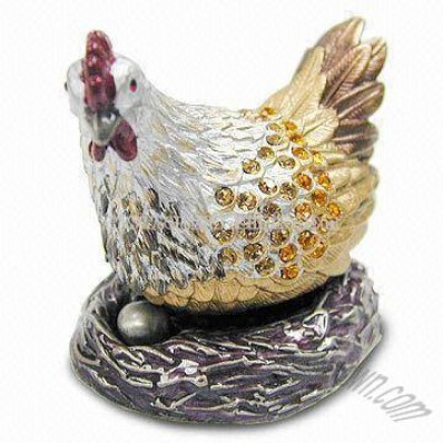 Metal Craft with Hen and Egg Design