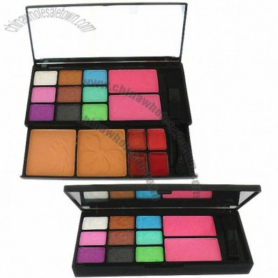Multi-function makeup kits, including eye shadow/solid lip gloss/blush