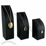 Necklace Display Set with Elastic Retainer for Positioning