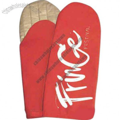 Puppet oven mitt with deluxe quilted silver silicone in hand area