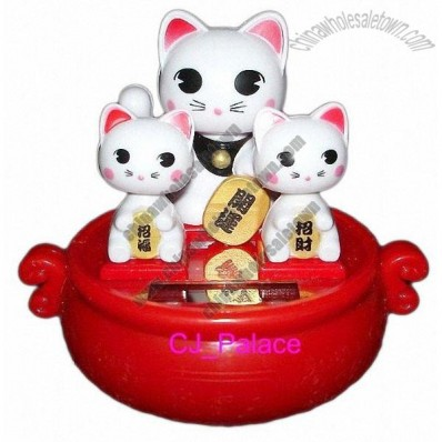 Solar Powered Maneki Neko Fortune Cat Lucky Cat Family