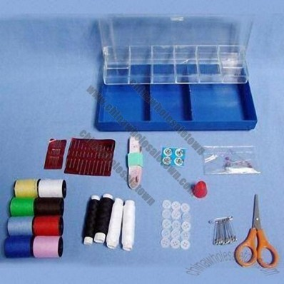 Suitable Points with Grid Simple Design Travel Sewing Kit with Some Colors Threads, Buttons, Pins